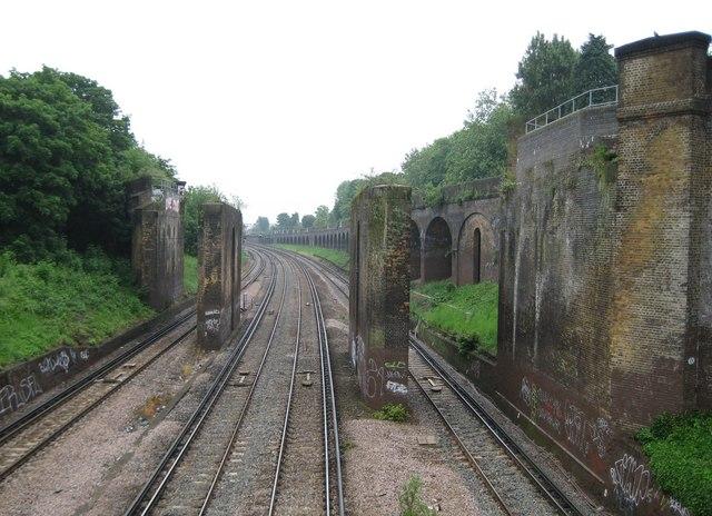 Putney: Railway line and dismantled viaduct