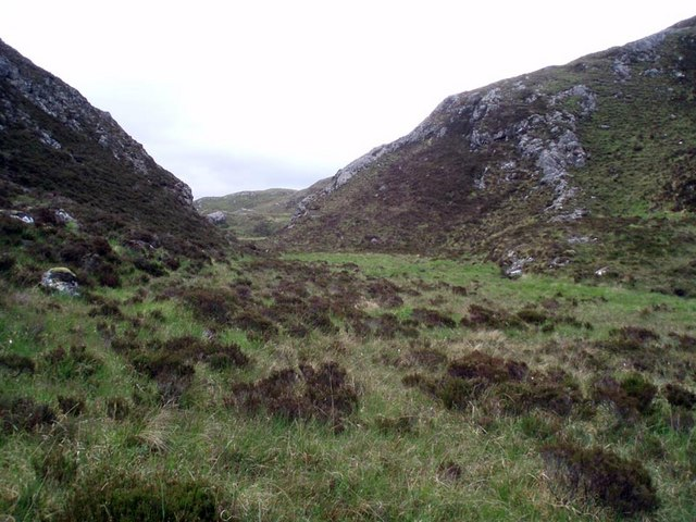 Rising ground at the end of the unnamed glen