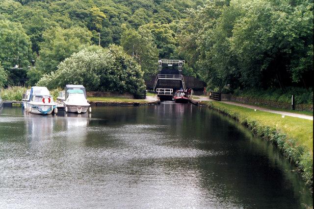 Salterhebble Bottom Lock, Calder and Hebble Navigation