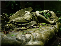 TQ2887 : Highgate cemetery (West) by andy dolman