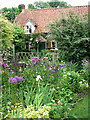 TG0928 : A traditional cottage garden by Evelyn Simak