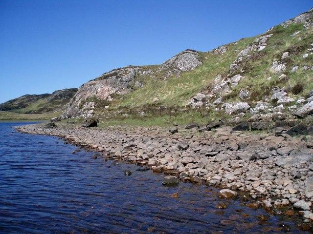 Fionn Loch rocky shore line