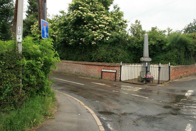 War memorial, Broading(s) Lane