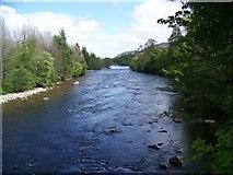 NO2694 : The River Dee near Crathie by Maigheach-gheal