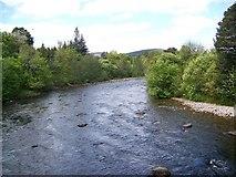 NO2694 : River Dee near Crathie by Maigheach-gheal