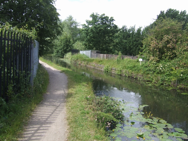 LMR railway aqueduct - Wyrley and Essington Canal