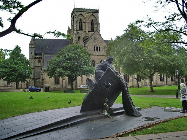 Memorial to Grimsby fishermen in the grounds of St James Church