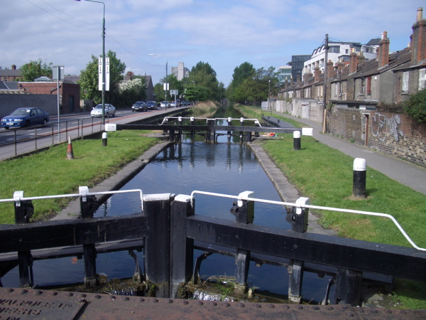 Grand Canal: the lock at Leeson Street    © Keith Salvesen