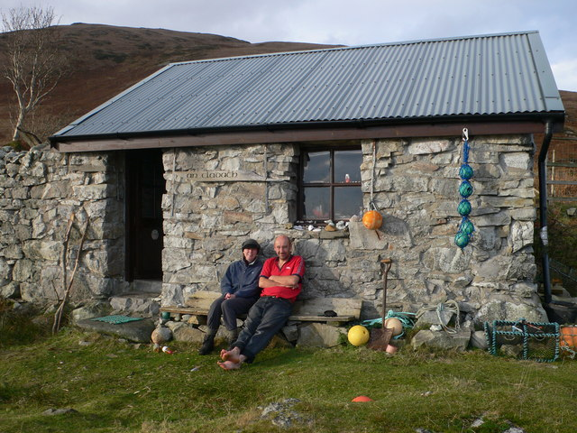 Walkers at An Claddach Bothy
