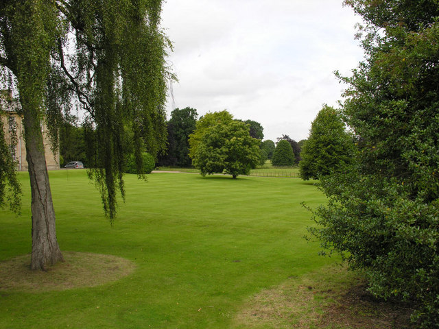 Saltmarshe Hall grounds