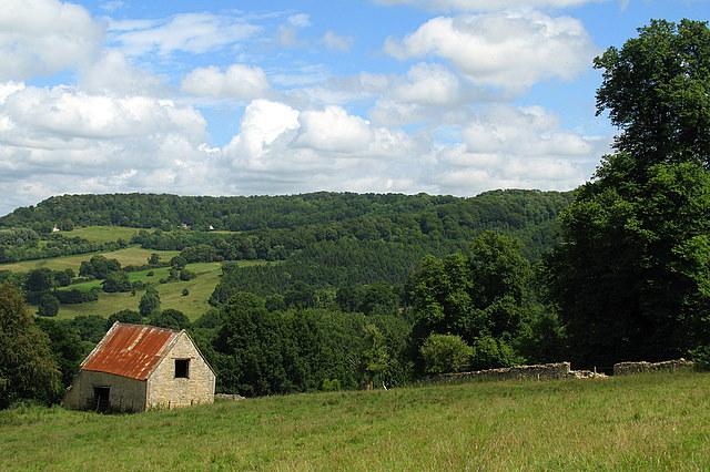 Stone barn near Witcombe Wood