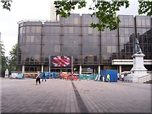 SU6400 : Giant Television Screen - Portsmouth by Colin Babb