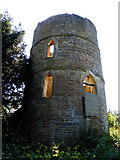 SO9700 : Round house by the Thames & Severn Canal by Stuart Wilding