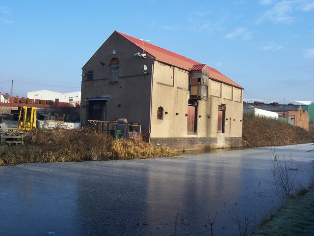 Canalside Warehouse, Pleck - Walsall Canal