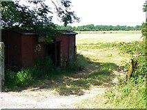 N5923 : Hut by field entrance by James Allan