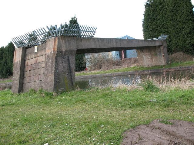 Pipe Bridge - Daw End Canal