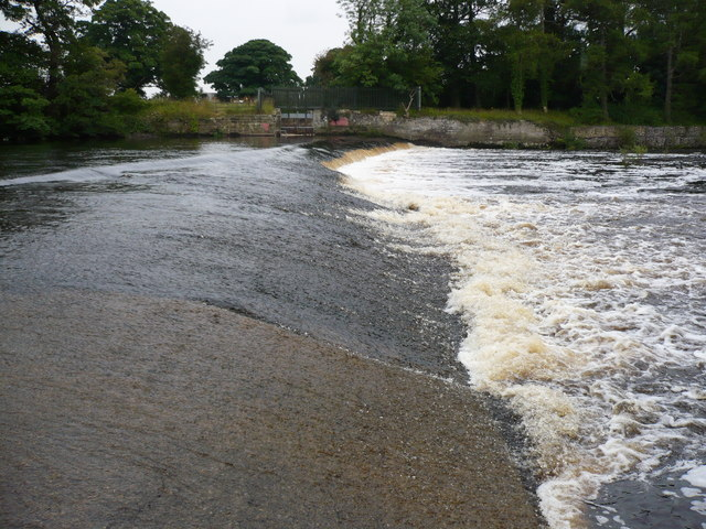 Weir on the River Ure downstream of West Tanfield