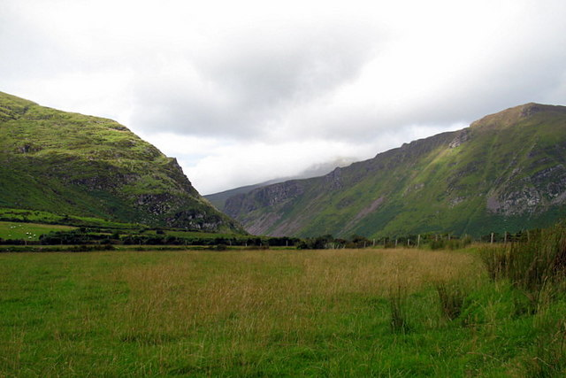 Fields leading to Anascaul valley