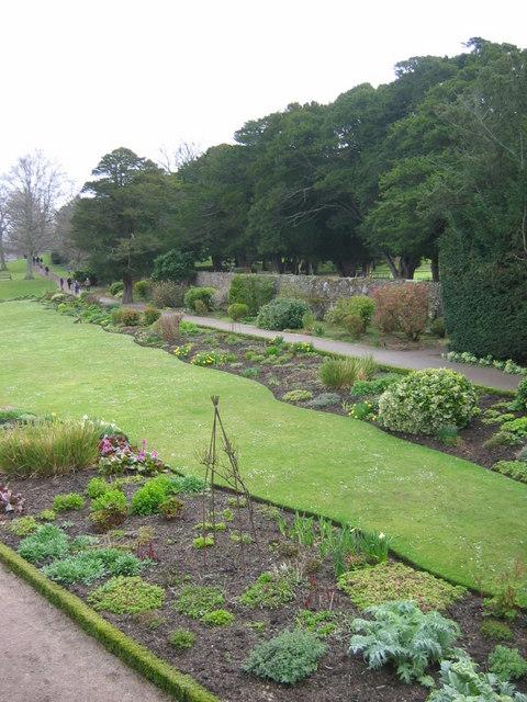Dirleton Castle, herbaceous border