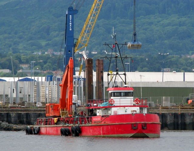 Dredger 'Red Fighter' in Belfast