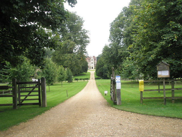 Sweeping drive up to Chawton Manor