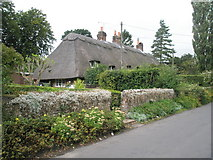 SU7037 : Thatched cottages in Winchester Road, Chawton by Basher Eyre