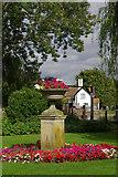 SU5980 : Swan Hotel garden, Streatley by Stephen McKay