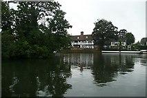 SU9079 : Riverside at Bray by Graham Horn