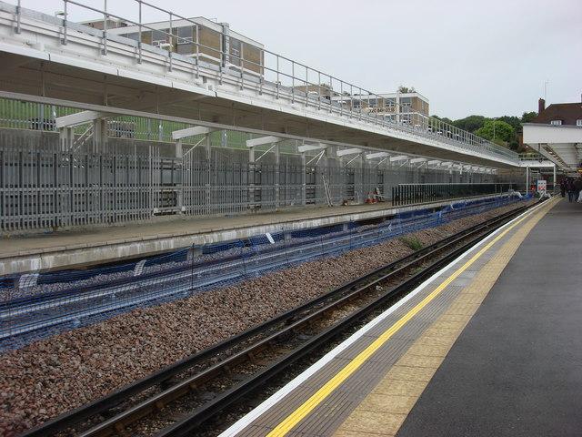 Stanmore tube station, new platform    © Oxyman cc-by-sa/2 0