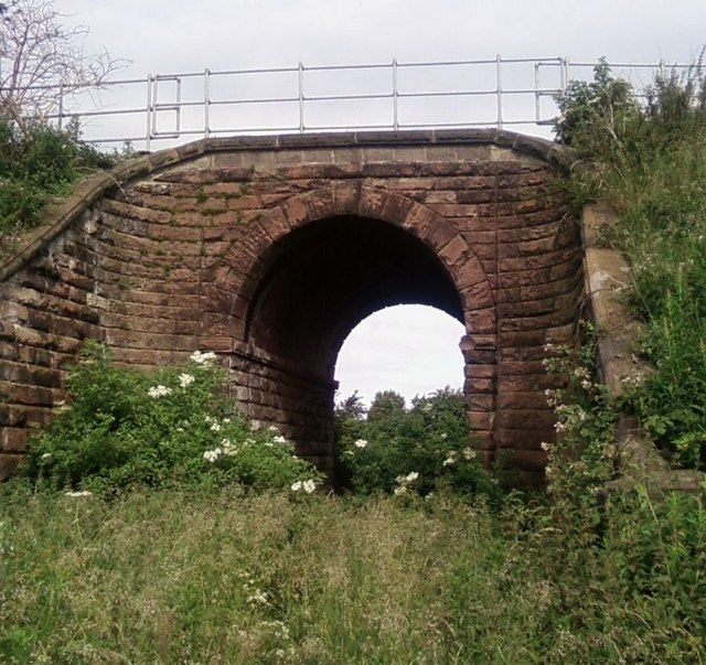 Disused railway line bridge - from a very disused footpath!