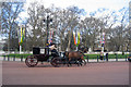 TQ2979 : Horse & Carriage near Buckingham Palace, London by Oast House Archive