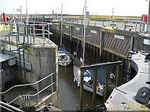 ST1972 : Lock at the Cardiff Bay Barrage by Robin Drayton