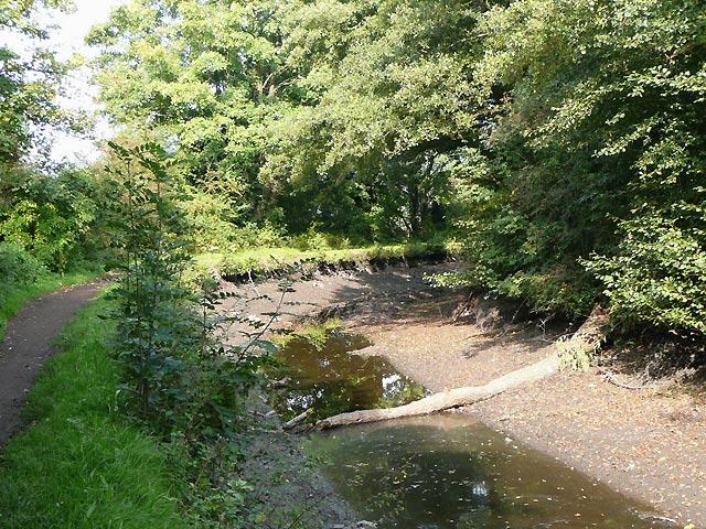 Stourbridge Canal empty  south-west of Middle Bridge