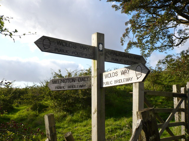 Sign at meeting point of The Wolds Way and The Chalkland Way
