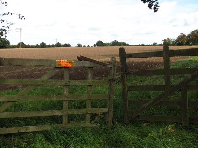 Warning on field gate