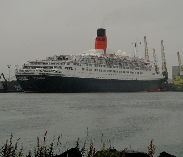RMS 'Queen Elizabeth 2' at Belfast