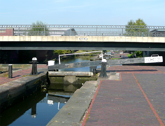 Lock No 18 and Waterlinks Bridge, Aston