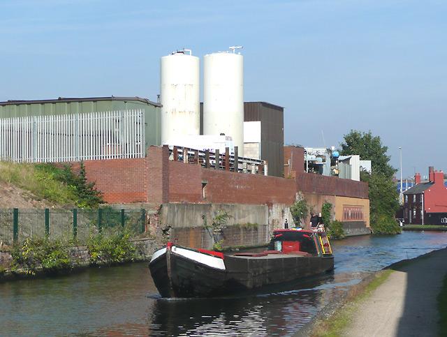 Working canal boat in Aston, Birmingham
